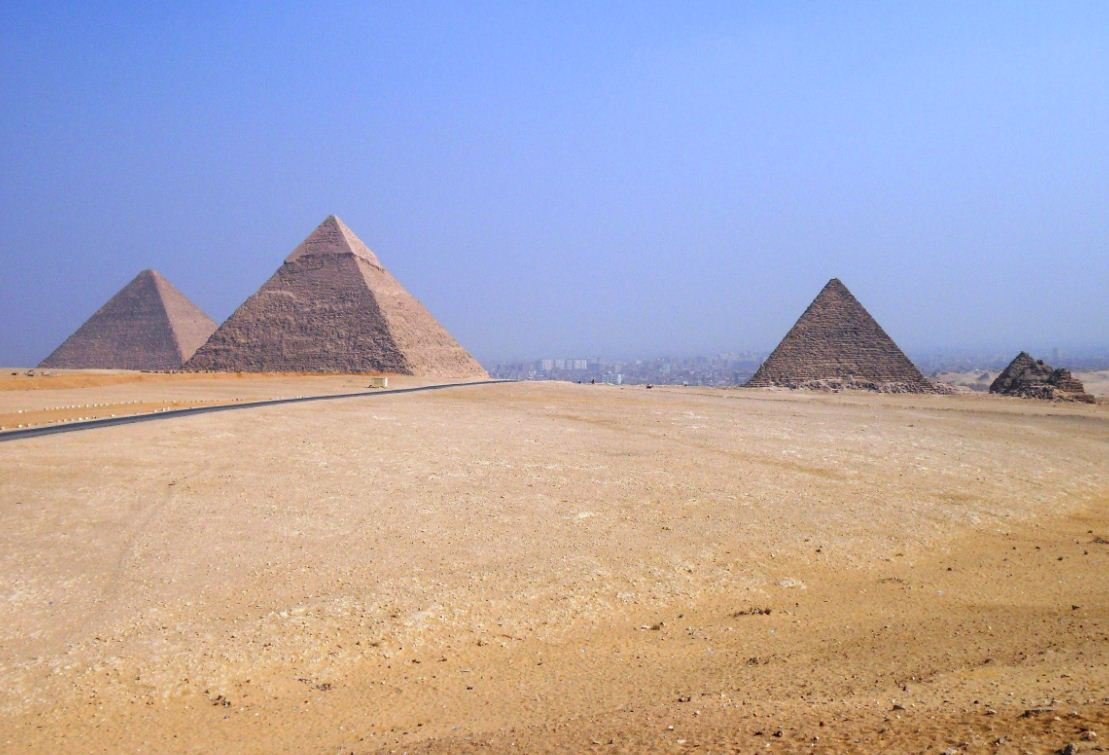 famous historic buildings archaeological sites in the pyramids of giza
